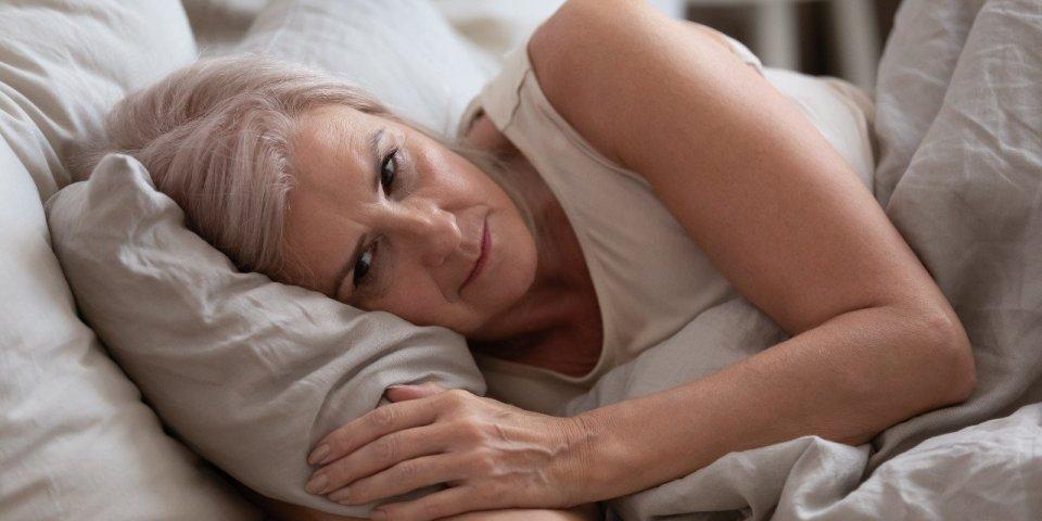 Ménopause : pourquoi mal dormir favoriserait la prise de poids