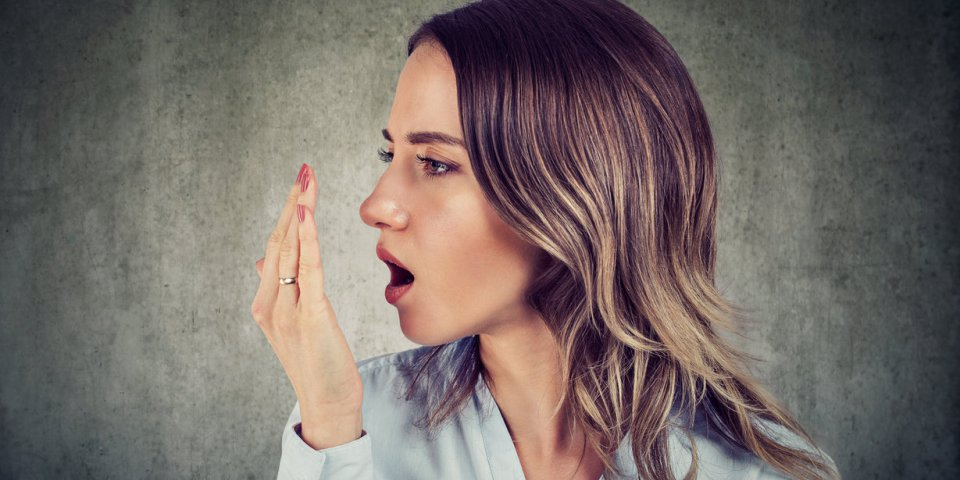 Masque : l'astuce d'un dentiste pour éviter la mauvaise haleine