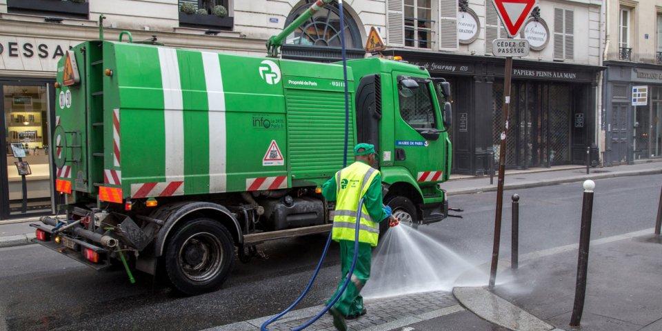 Coronavirus : désinfecter les rues à la Javel, fausse bonne idée ?