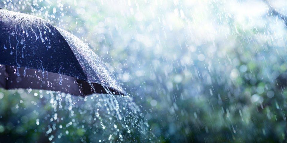 Covid-19 : la pluie peut-elle le transmettre ?