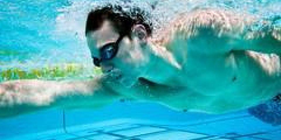 Le plus sale à la piscine : votre voisin de nage !