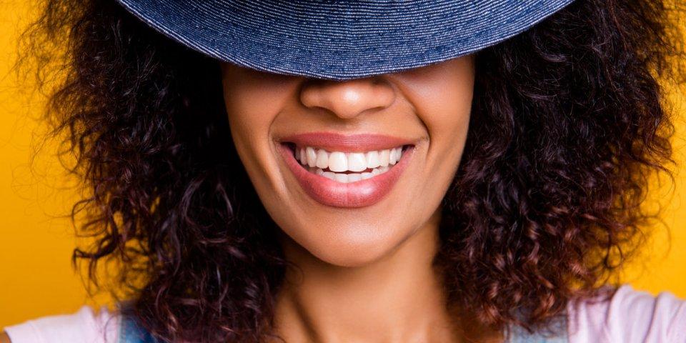 Cinq erreurs qui jaunissent les dents