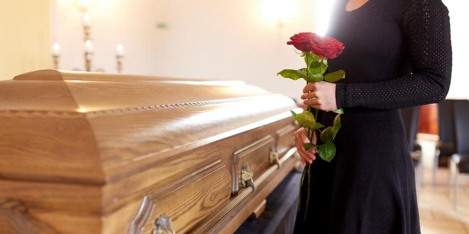 Les 7 choses qui se passent une fois le cercueil fermé