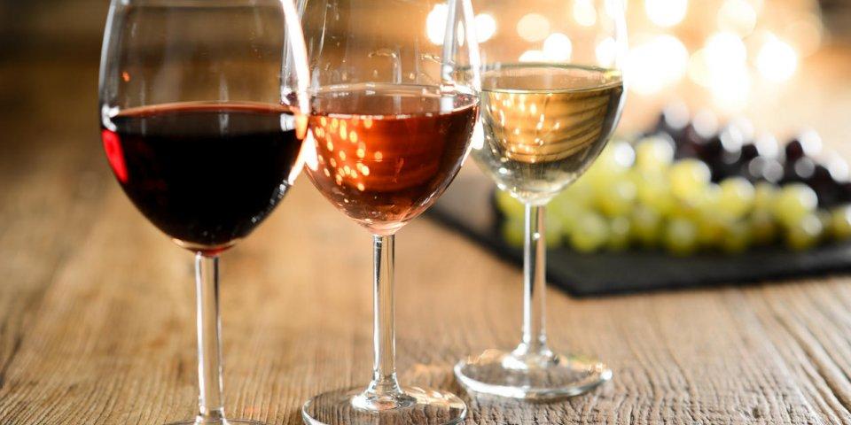 Boire un verre de vin chaque soir augmenterait les risques d'AVC
