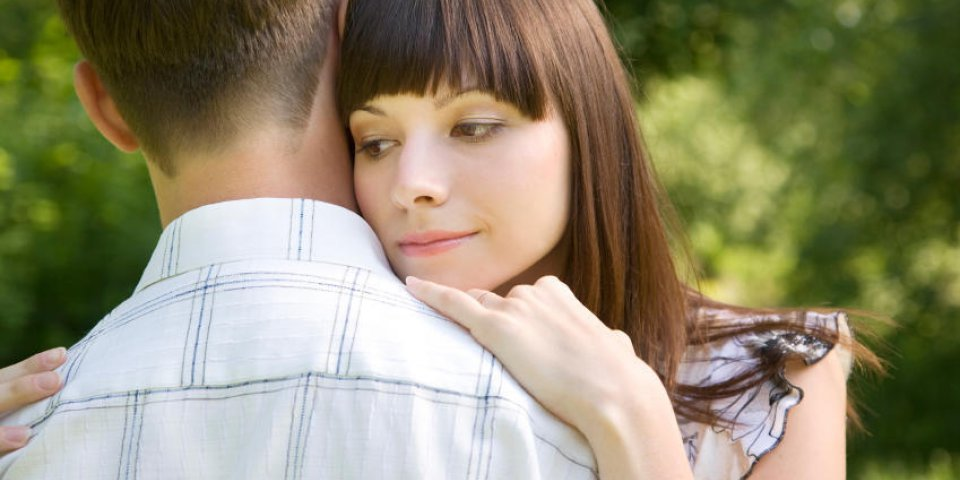 8 signes qui montrent qu'il vous aime